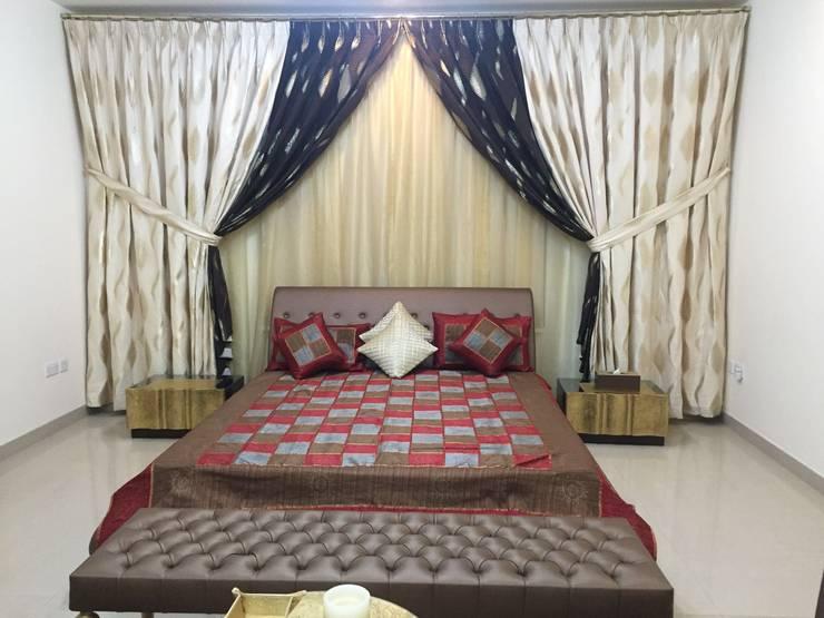 Villa Interiors Muscat:  Bedroom by KamalKavitaInteriors