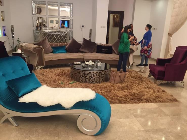 Villa Interiors Muscat: modern Living room by KamalKavitaInteriors
