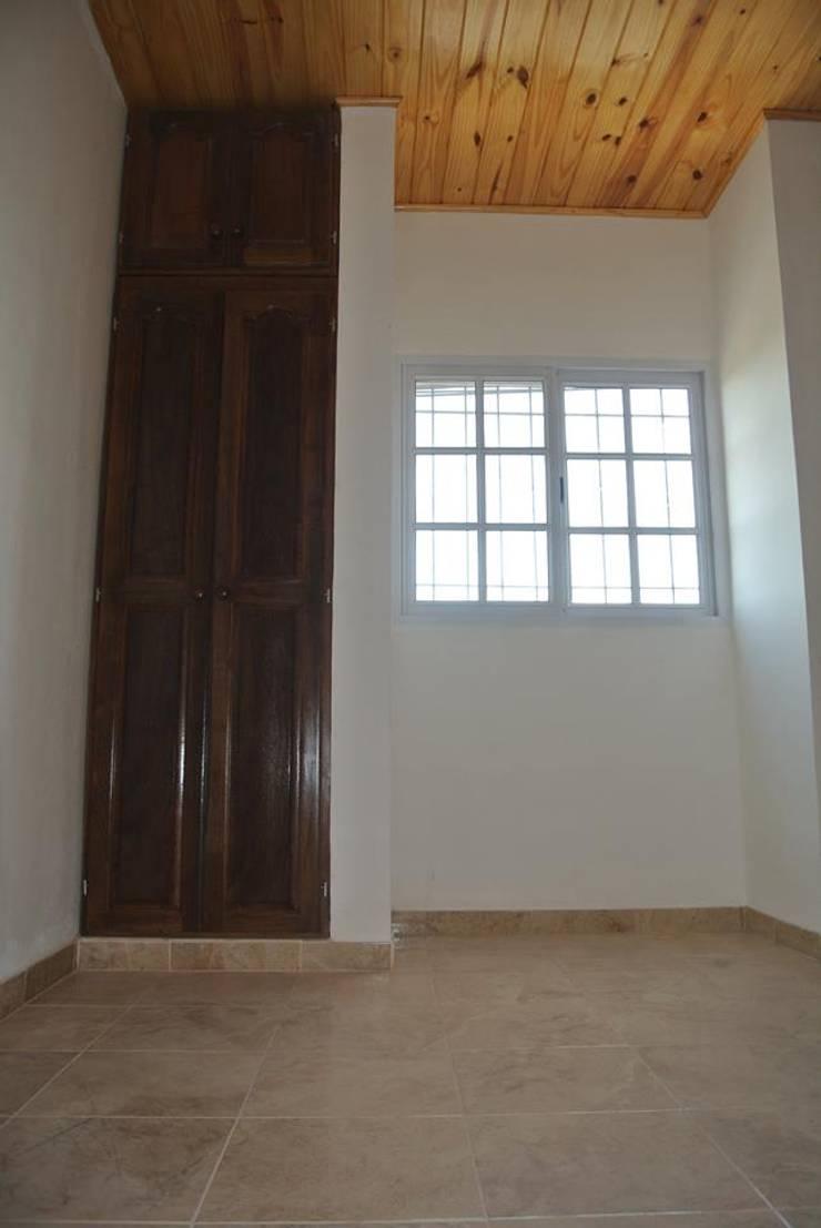 Departamentos:  de estilo  por Aquino y Mangini arquitectos