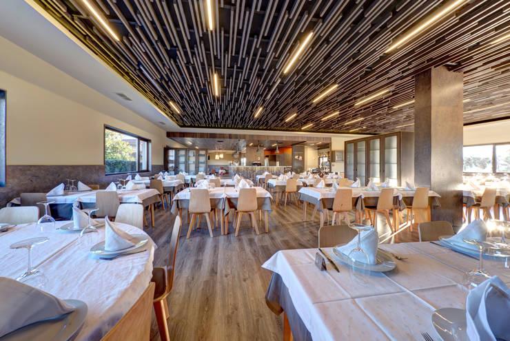 Restaurante <q>A Aldeia</q>: Espaços de restauração  por GRENO - ARCHITECTS & CONSULTANTS