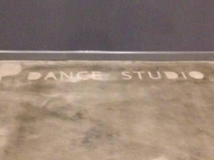 Estudio de danza:  de estilo  de AREAcons