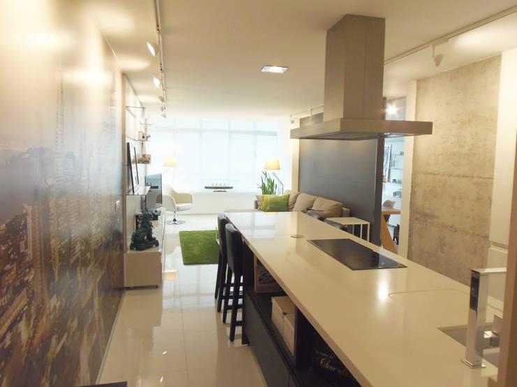 Reforma interior : Cocinas de estilo  de DIsens®
