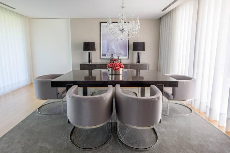 Dining room by NOZ-MOSCADA INTERIORES, Modern