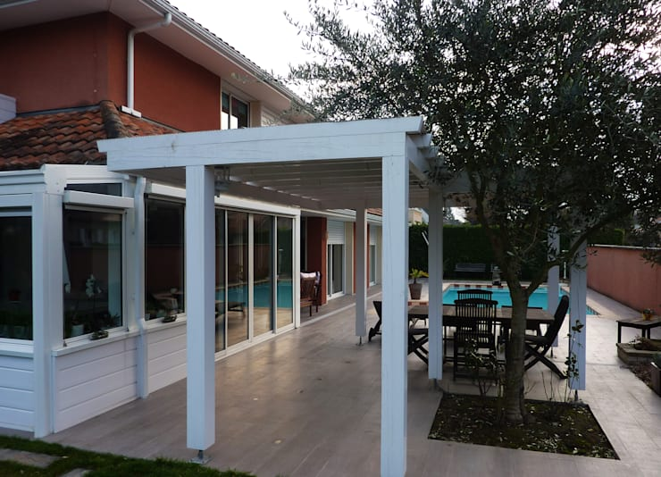 Maison contemporaine: Terrasse de style  par Atelier JP Bouvee