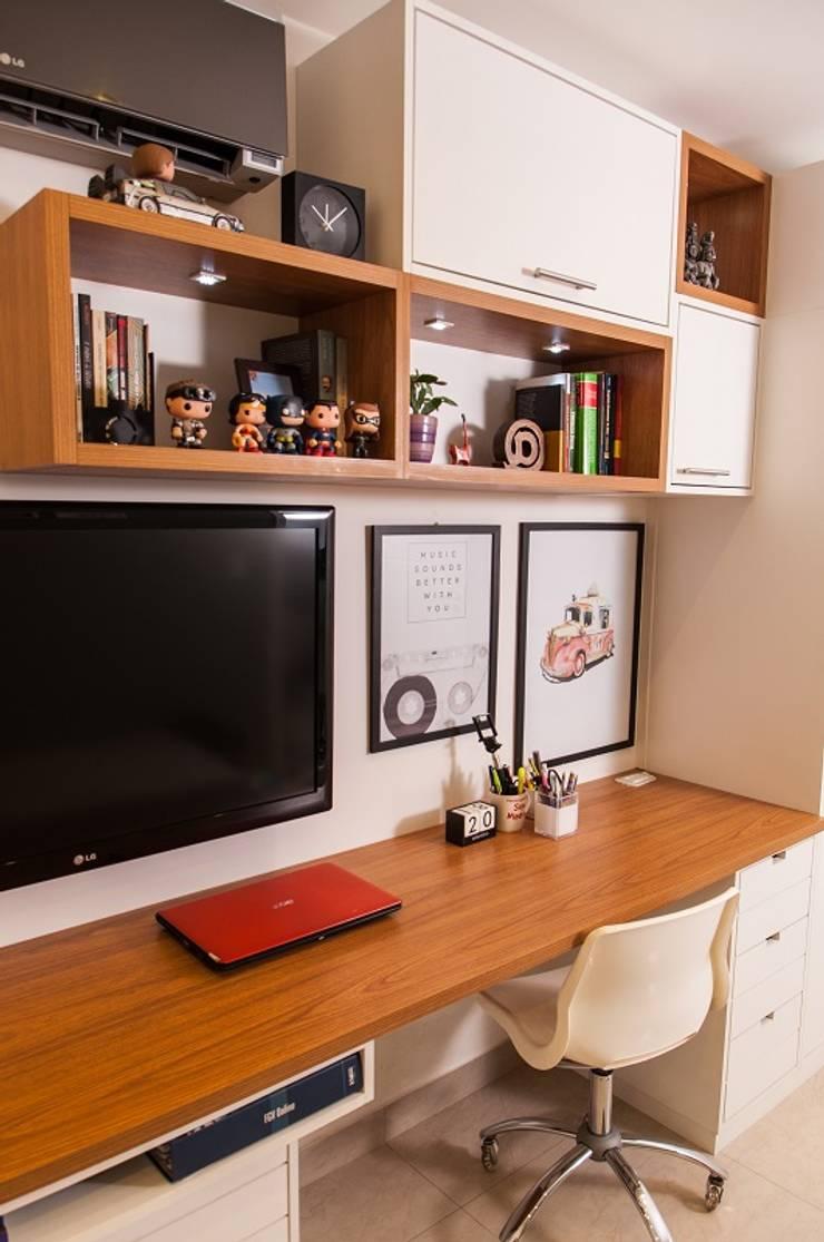 Ruang Studi/Kantor Modern Oleh Adoro Arquitetura Modern Kayu Wood effect