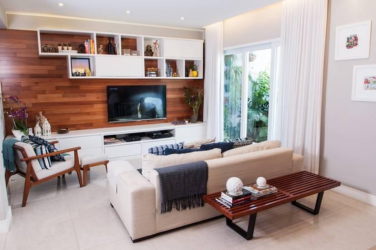 Salas / recibidores de estilo  por Adoro Arquitetura