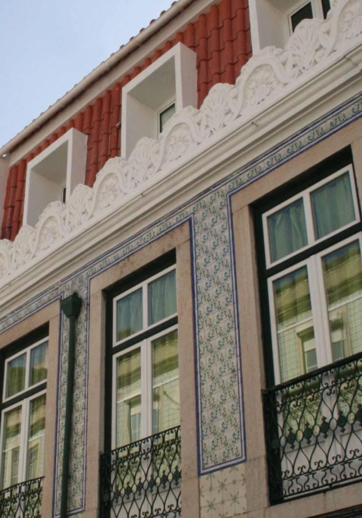 Flat at Graça, Lisboa: Casas  por é ar quitectura