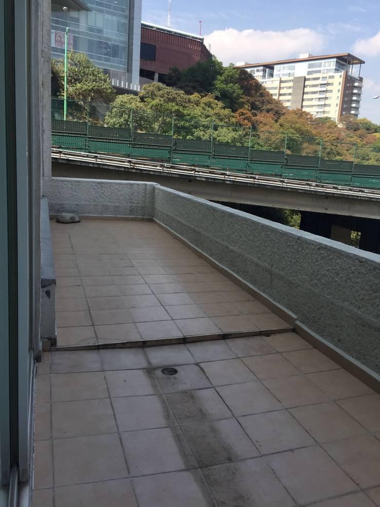 Terraza:  de estilo  por Pereg&Teran Arquitectos