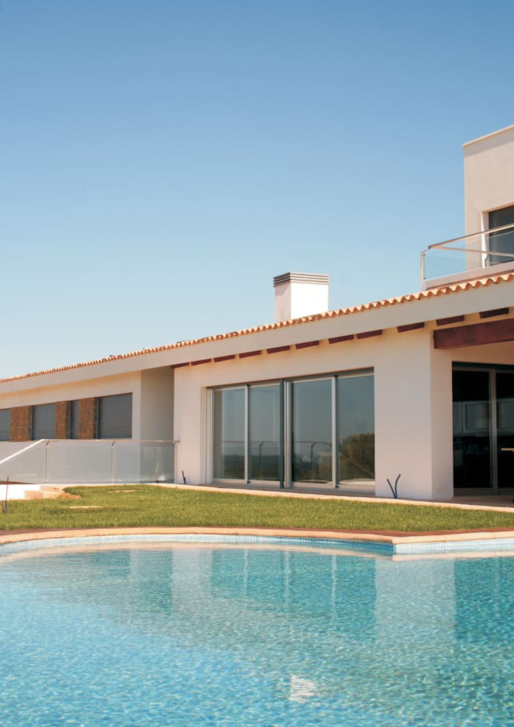 Villa at Sesimbra: Casas  por é ar quitectura
