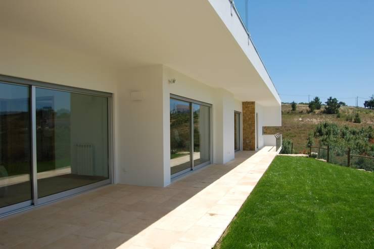 House at Alagoa, Ericeira: Casas  por é ar quitectura