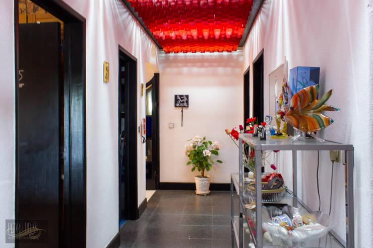 Corredor Entrada | Hall: Corredores e halls de entrada  por Pedro Brás - Fotografia de Interiores e Arquitectura | Hotelaria | Imobiliárias | Comercial