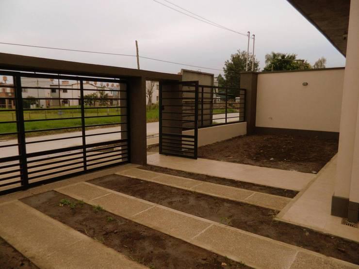 Viviendas  – Duplex: Casas de estilo  por Alejandro Acevedo - Arquitectura,Minimalista Contrachapado