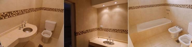 Viviendas  – Duplex: Baños de estilo  por Alejandro Acevedo - Arquitectura,Moderno Azulejos