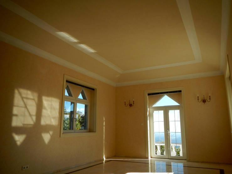 Pintura de interiores: Salas de estar  por RenoBuild Algarve