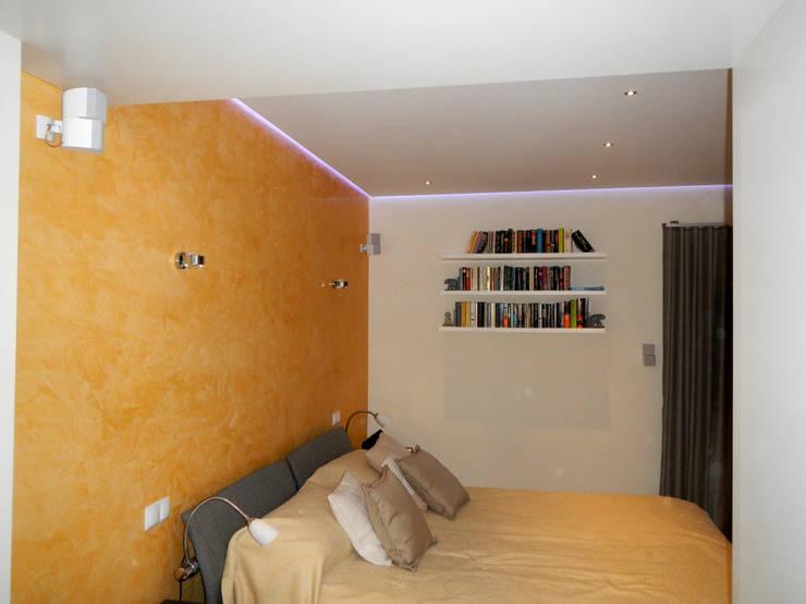Remodelação / Renovação de Interiores: Quartos  por RenoBuild Algarve