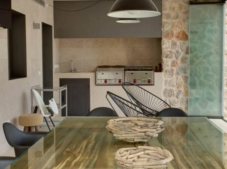 Casas de estilo  por Bornelo Interior Design