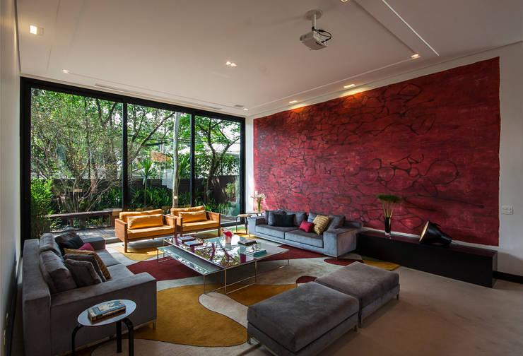 Projeto Alto de Pinheiros - SP: Salas de estar modernas por Alice Martins Flávio Butti