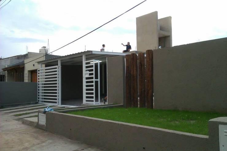 Vivienda Pro.Cre.Ar en Malagueño: Terrazas de estilo  por Arqs. Enríquez Ingaramo