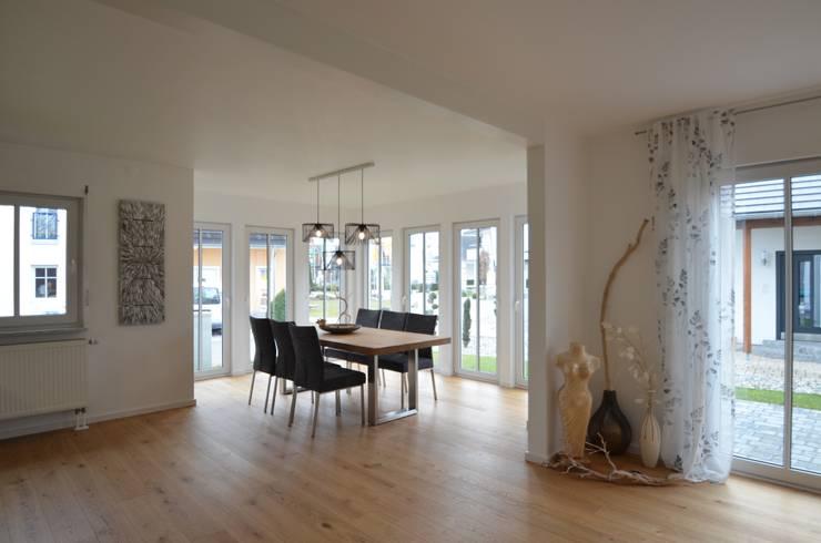Projekty,  Salon zaprojektowane przez Licht-Design Skapetze GmbH & Co. KG