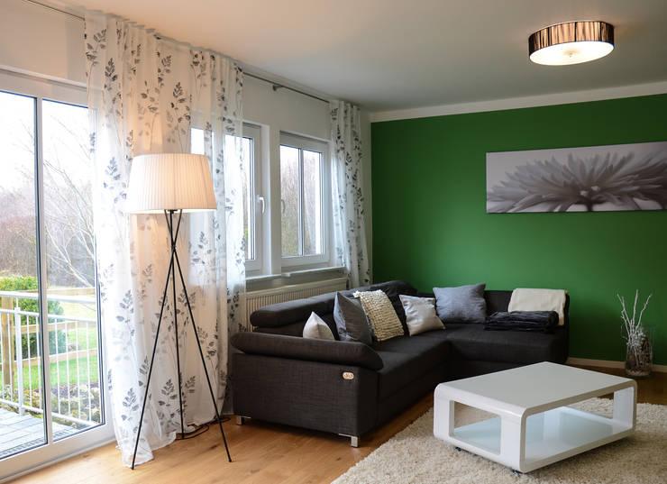 غرفة المعيشة تنفيذ Licht-Design Skapetze GmbH & Co. KG