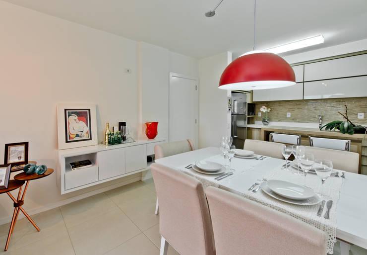 Dining room by Mendonça Pinheiro Interiores