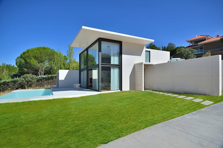 fachada: Casas de estilo moderno de MODULAR HOME