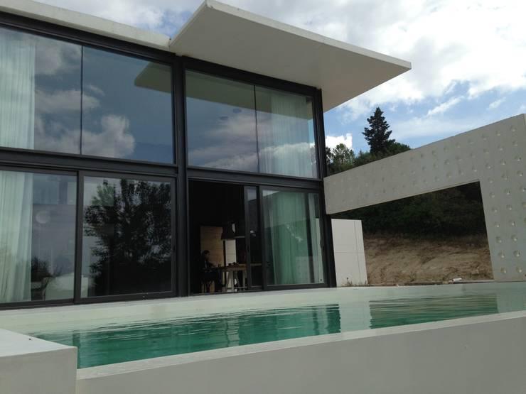 vista exterior: Casas de estilo moderno de MODULAR HOME