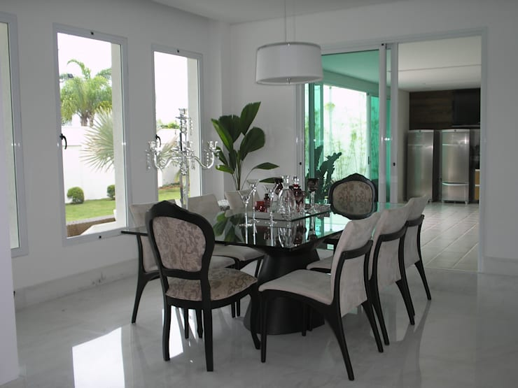 Residência Village Terrasse-Fernandes: Salas de jantar  por Monica Guerra Arquitetura e Interiores