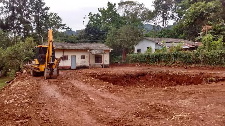 Excavación Piscina de Rio Vivo Arquitectura, Taller y Diseño.