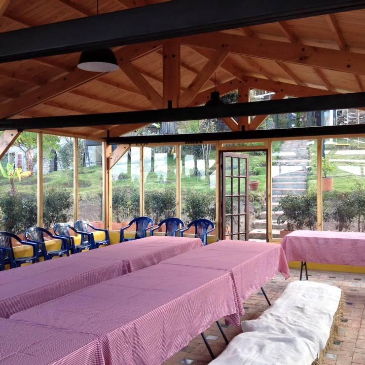 Cabañas Villa Helena: Casas de estilo  por Rio Vivo Arquitectura, Taller y Diseño.
