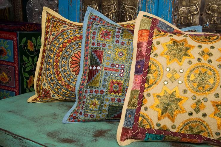 Textura es la clave¡: Hogar de estilo  por SARRIA HOME