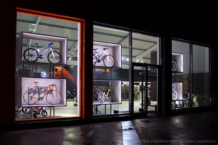 MegaConcept Store da KTM Bike Industries / Bicicletas Coelho: Garagens e arrecadações  por FIAR
