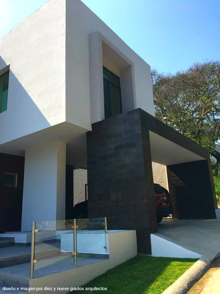 Perspectiva: Casas de estilo  por Diez y Nueve Grados Arquitectos