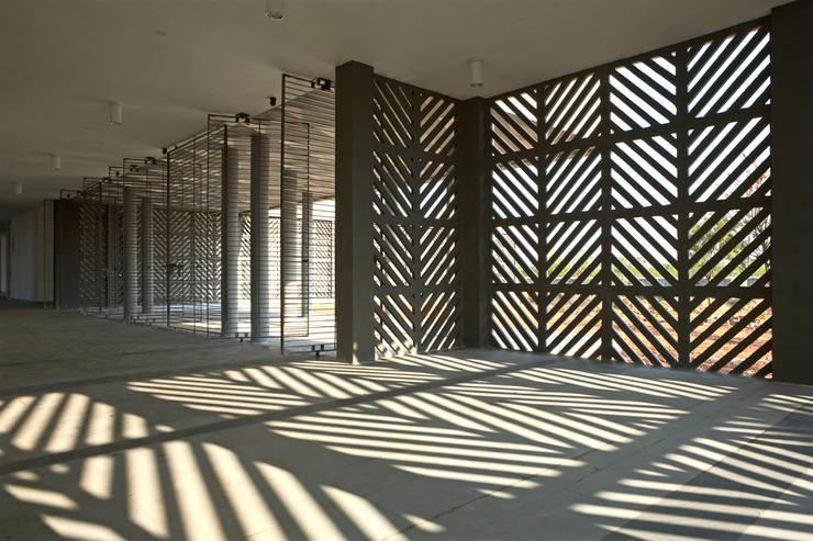 Student Hostels:  Corridor & hallway by DCOOP ARCHITECTS