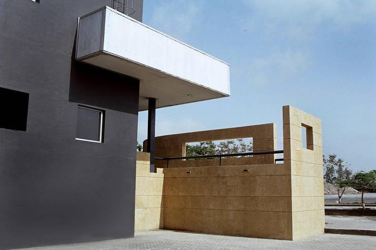 Generator House:  Corridor & hallway by DCOOP ARCHITECTS