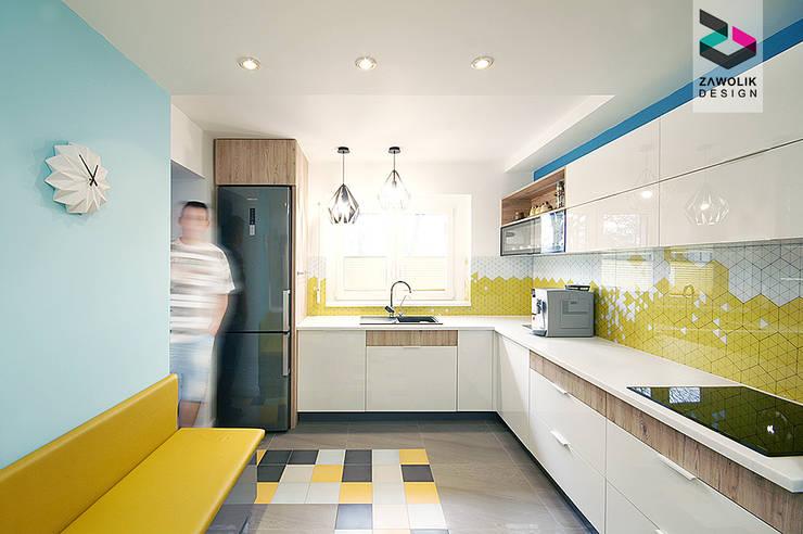 Odważna i gościnna - kuchnia w Nakle Śląskim by Zawolik Design: styl , w kategorii Kuchnia zaprojektowany przez ZAWOLIK DESIGN