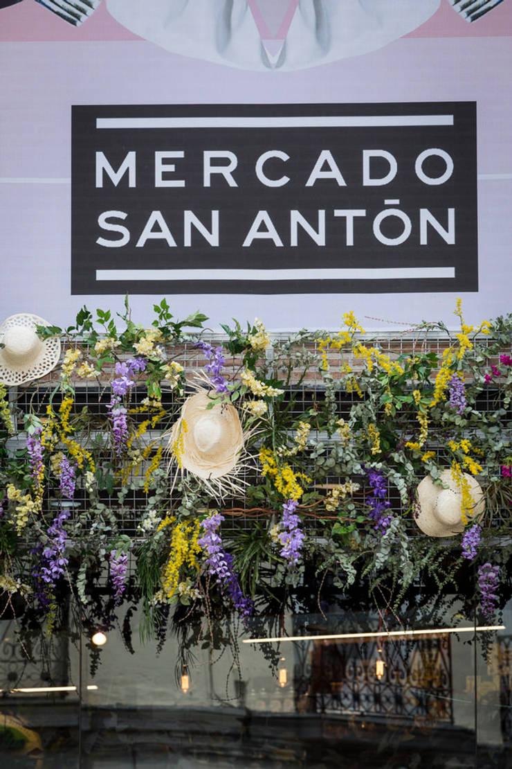 Decoración espacio Mercado de San Antón Madrid: Ferias de estilo  de DECOLAB LABORATORIO SL