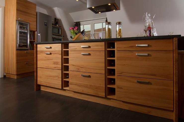 Küche Wildbuche mit Granitarbeitsplatte von Der Möbeldoktor ...