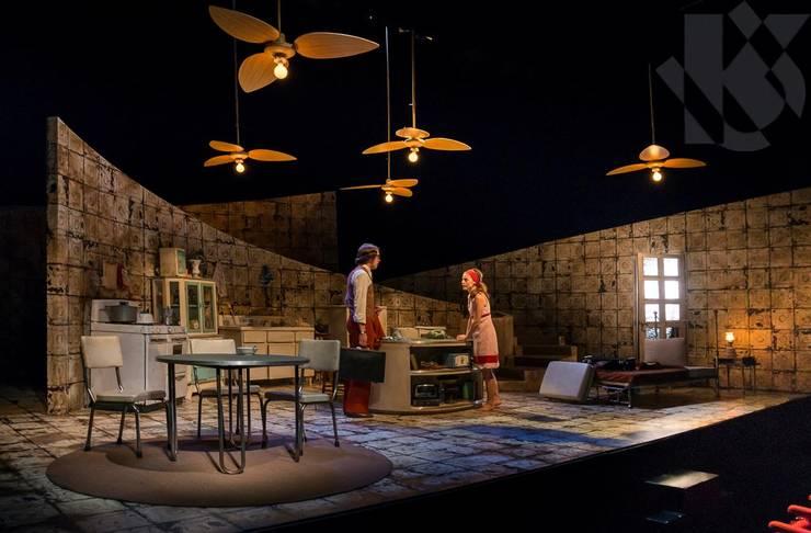 Escenografía Obra de Teatro 2014:  de estilo  por UribeKrayer