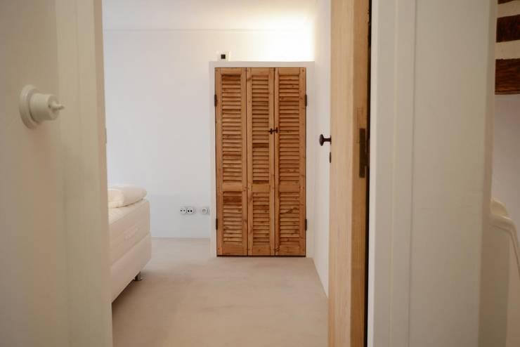 Villa Côte d'Azur:  Slaapkamer door Ecker Keukens en Interieur