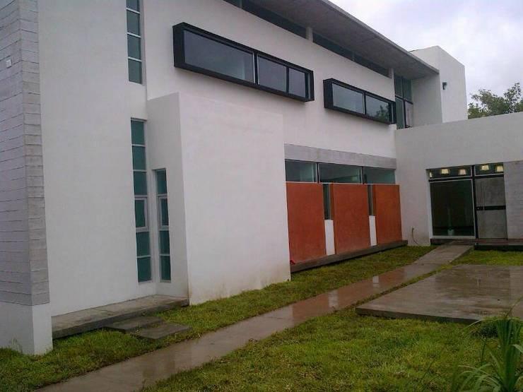 Casas de estilo  por Diez y Nueve Grados Arquitectos,