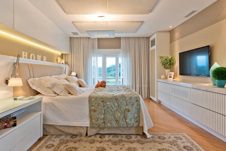 Chambre de style  par Karin Brenner Arquitetura e Engenharia