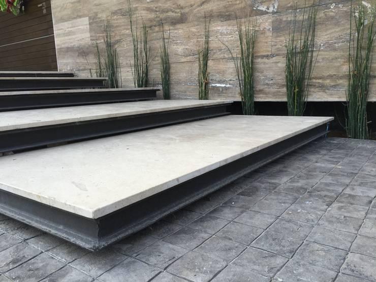 Escaleras: Pasillos y recibidores de estilo  por Diez y Nueve Grados Arquitectos