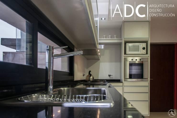 Bacha - Griferia: Cocinas de estilo  por ADC - ARQUITECTURA - DISEÑO- CONSTRUCCION