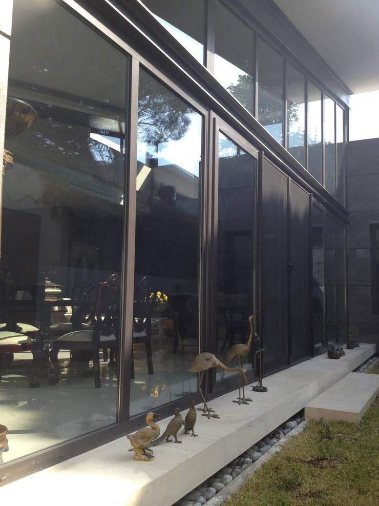 Fachada posterior: Casas de estilo  por Diez y Nueve Grados Arquitectos