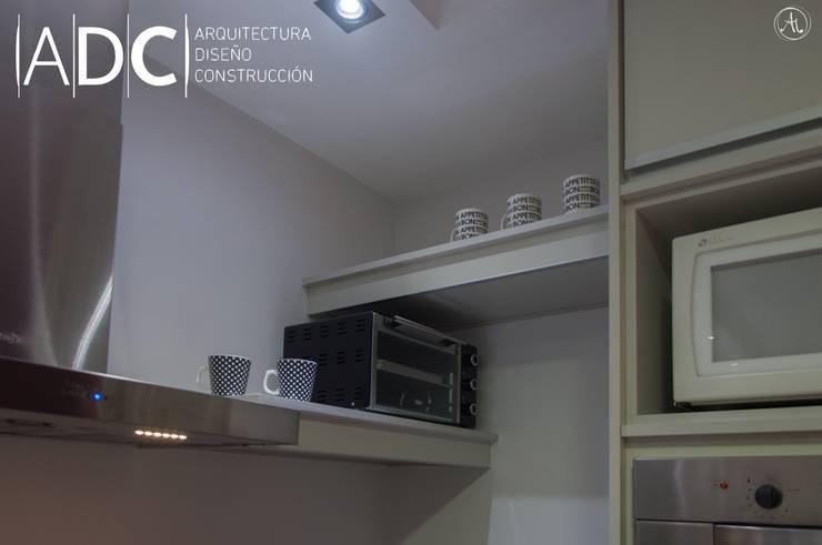 Detalle esquina: Cocinas de estilo  por ADC - ARQUITECTURA - DISEÑO- CONSTRUCCION