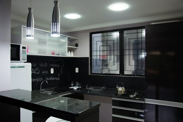 Academia MWP: Cozinhas modernas por Carla Almeida Arquitetura