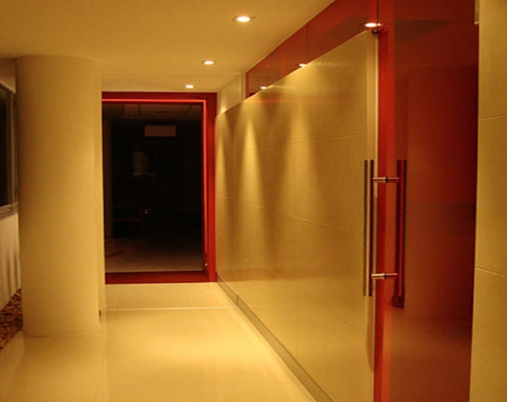Ceex: Paredes de estilo  por BCA Arch and Interiors