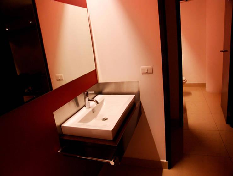 Ceex: Baños de estilo  por BCA taller de diseño
