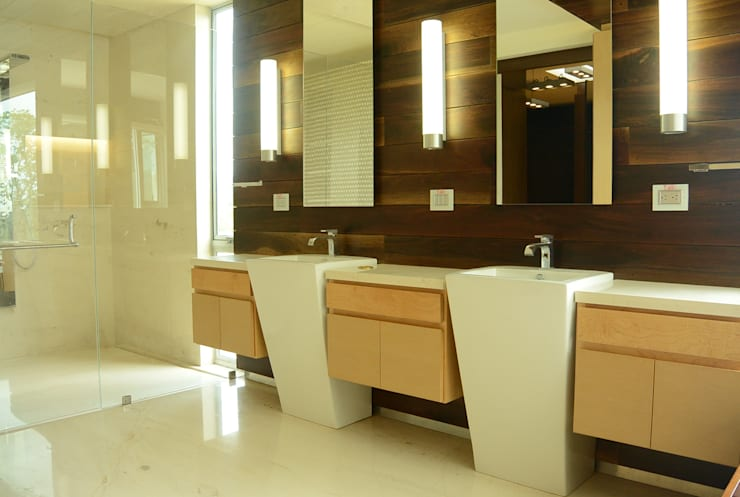 Casa Bosque de Niebla : Baños de estilo  por BCA Arch and Interiors
